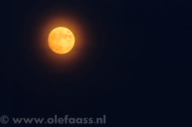 Maan over Ypenburg